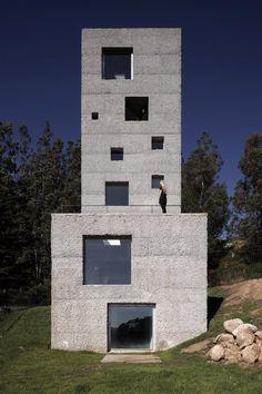 """""""House 100"""" in Chile byPezo von Ellrichshausen"""