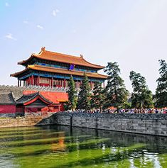 Embrace the wisdom of crowds by adding the world's most-visited tourist attractions to your bucke...
