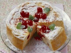 Milchreiskuchen mit Amarena-Kirschen ist ein Rezept mit frischen Zutaten aus der Kategorie Käsekuchen. Probieren Sie dieses und weitere Rezepte von EAT SMARTER!