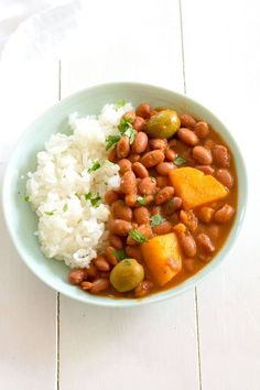 Puerto Rican Rice and Beans Habichuelas Guisadas Easy recipe for authentic Puerto Rican style red beans and white rice Mexican Food Recipes, Vegetarian Recipes, Dinner Recipes, Cooking Recipes, Healthy Recipes, Ethnic Recipes, Cooking Bacon, Spanish Food Recipes, Cooking Turkey