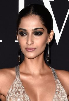 Why You Should Try It  The classic black bold eyes are the beauty equivalent of a little black dress- it's the ultimate fallback look. Glamorous and sexy, well executed bold eyes are guaranteed to turn heads. Paired with a nude lip and flawless base, Sonam's look is sultry while remaining understated.