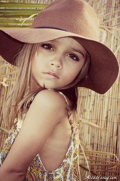 little girl boho style Boho Girl, Boho Baby, Boho Fashion, Kids Fashion, Kids Outfits, Cute Outfits, Little Girl Fashion, Kid Styles, Mellow Yellow