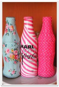 Boulevard Pink: DIY Deco tape - Coca-Cola feria de Abril could be a pencil holder or makeup brush holder Bottles And Jars, Glass Bottles, Diy Arts And Crafts, Fun Crafts, Coke Bottle Crafts, Coca Cola Party, Coca Cola Bottles, Altered Bottles, Recycled Bottles
