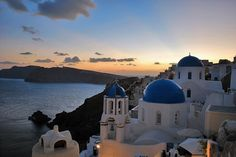 The classic/ Oia/ Santorini/ (Σαντορίνη) Shot      (Sunset/ Caldera/ Aegean/ Greece/ Landscape/ Greek Islands)