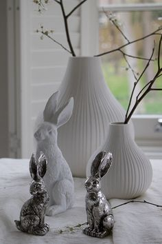 Create a stylish Easter Table with Layered Lounge. From these gorgeous Easter Rabbit Figures to beautiful linen tablecloths and napkins. We've got all you need to style your table effortlessly this Easter. If you sign up to our newsletter you will also receive 15% OFF your first order. #eastertable