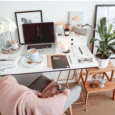 Life-changing office layout ideas for small home office Seeking for inspirations to decorate your workspace? Discover these small home office ideas on a budget & space saving for men / women to boost productivity Cozy Home Office, Home Office Design, Home Office Decor, Home Decor, Office Designs, Office Furniture, Furniture Ideas, School Office, Office Desk Chairs