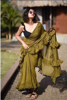 Trending: Ruffled Saree Ideas for Weddings 2019 - ShaadiWish Trendy Sarees, Stylish Sarees, Fancy Sarees, Indian Dresses, Indian Outfits, Shadi Dresses, Saree Blouse Neck Designs, Choli Designs, Modern Saree