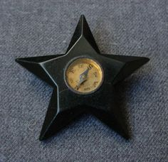 ANTIQUE LG UNUSUAL REAL GOLDEN METAL COMPASS BLACK BAKELITE STAR SHAPED BUTTON