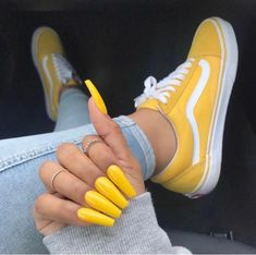 Yellow Vans They are really cute shoes that go perfect w each outfit! Vans Sneakers, Sneakers Fashion, Fashion Outfits, 90s Fashion, Women's Vans, Yellow Sneakers, Buy Vans, Nail Fashion, Yellow Shoes Outfit