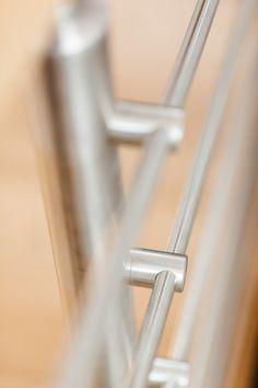 Handlaufmittragende Treppe mit Edelstahl Reling Geländer Hand Railing, Stairway, Stainless Steel