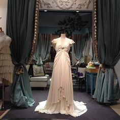 #keitamaruyamawedding  ビジュードレス スレンダーライン ジョーゼット素材を使用し 風になびくようなシルエット 海外挙式、レストランweddingの会場にも合います。  #keitamaruyama