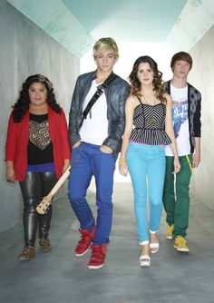 Trish (Raini Rodriguez), Austin (Ross Lynch), Ally (Laura Marano), and Dez (Calum Worthy). This is a GREAT gang!