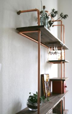 A shelf concept with the help of copper pipes looks stylish, is very stable . - DIY ideas - A shelf design with the help of copper pipes looks stylish and is very stable - Decor, Home Diy, Industrial Light Fixtures, Diy Shelves, Diy Furniture, Shelves, Home Decor, Diy Interior, Diy Furniture Building