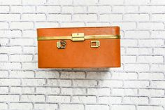 Vintage suitcase, pinup accessories and props Pin Up Outfits, Hermes Birkin, Boudoir Photography, Pinup, Suitcase, Bags, Accessories, Vintage, Fashion
