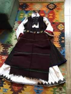 Greek Traditional Dress, Traditional Clothes, Folk Costume, Costumes, Tiny Star, Bulgarian, Cheer Skirts, Breast, Fashion