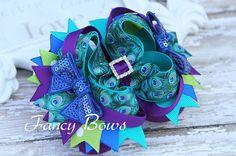 Peacock  Stacked boutique hair bow. por fancybows en Etsy, $13.00