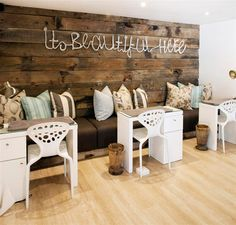 Bench waiting area - I love this!! I'm not sure it's practical... but I love it anyhow...