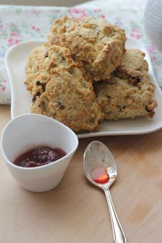 delicious rustic oatmeal scones Oatmeal Scones, Eating Well, Sweet Treats, Muffin, Rustic, Breakfast, Food, Oatmeal Raisin Cookies, Country Primitive