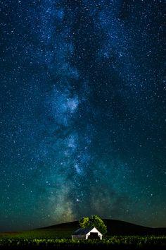 "500px / Photo ""Milky Way"" by Putt Sakdhnagool"
