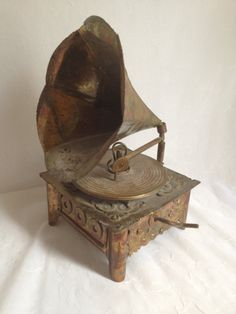 Vintage Record Player Music Box by PrimeAntiques on Etsy, $45.00