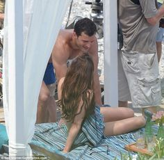 Eye to eye: Dakota held a towel across her chest as she chatted with Jamie...