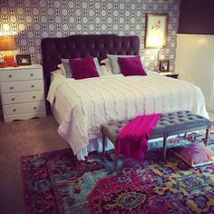 Modern Contemporary Living Room, Contemporary Area Rugs, Contemporary Kitchens, Area Rug Placement, Bedroom Bed, Bedroom Ideas, Master Bedroom, Machine Made Rugs, Pink Rug
