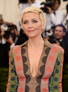 """Maggie Gyllenhaal Photos - Maggie Gyllenhaal attends the """"Charles James: Beyond Fashion"""" Costume Institute Gala at the Metropolitan Museum of Art on May 2014 in New York City. - Red Carpet Arrivals at the Met Gala — Part 3 Melanie Laurent, Maggie Gyllenhaal, Met Gala Red Carpet, Blonde Pixie, Charles James, Costume Institute, Cannes Film Festival, Red Carpet Fashion, Pixie Cut"""