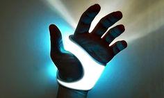 Oubliez les lampes de poche, ce gant lumineux pourra éclairer votre chemin dans la nuit noire