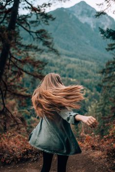 15 Fall Photoshoot Ideas To Get Some Serious Inspo Girl Photography Poses, Autumn Photography, Creative Photography, Sunset Photography, Selfie Photography Ideas, Backlight Photography, Sunflower Photography, Photography Composition, Vsco Photography