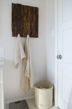DIY Rustic Towel Rack from Free Pallet Wood