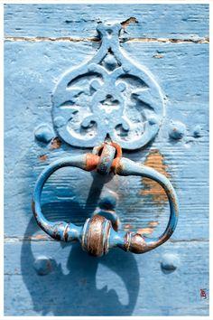 Heurtoir de porte cloutée, à Orthez (64).
