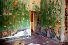 """Discover Aleister Crowley's Abbey of Thelema in Cefalù, Italy: Where Aleister Crowley taught magick in """"La Chambre Des Cauchemars,"""" his """"Chamber of Nightmares. Aleister Crowley, Secret Places, Fantastic Art, Abandoned Places, Art Google, Occult, The Magicians, Magick, Fresco"""