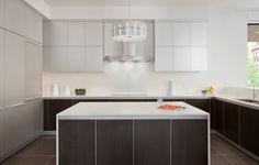 #Architect Joseph Trojanowski has designed the Lincoln Park Modern Home, located in Chicago. #Modern #kitchen