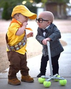These kids as Russell and Carl Fredricksen from Disney& Up. in 2020 Twin Halloween, Halloween Costumes For Teens, Cute Costumes, Costume Ideas, Funny Halloween, Halloween Recipe, Twin Costumes, Creative Costumes, Disney Baby Costumes