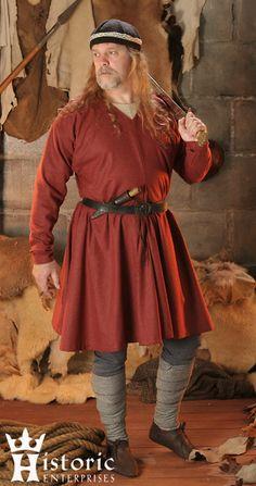 Je hebt al een goede basis met een tuniek, een broek en een riem. Daar kan je later dingen aan toe voegen om je personage/kostuum vorm te geven.