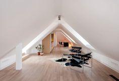 Für die perfekte Einrichtung eines ausgebauten Dachbodens gibt es einige Richtlinien, die ihr befolgen solltet. Nehmt euch daher ruhig ein wenig Zeit für Überlegungen, die festsetzen, inwiefern ihr den ausgebauten Dachboden in Zukunft nutzen möchtet!