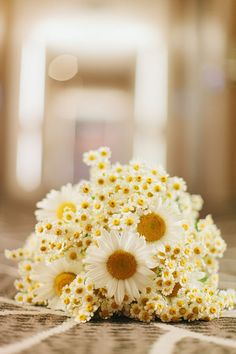 Daisy wedding bouquet // photo by I Love Wednesdays // flowers by Justine Rose  #summer #weddings #bouquets