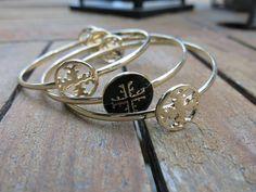 pulsera triple dorada con motivo en cruz de la tienda on line de bisutería, piel, ropa, accesorios