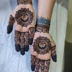 After the holy month of fasting comes Eid, the fest of joy, feasts, glam & mehndi adorned hands! Check out beautiful eid mehndi designs 2019 for some inspo! Henna Tattoo Designs Arm, Simple Henna Tattoo, Henna Tattoo Hand, Henna Art Designs, Foot Henna, Modern Mehndi Designs, Dulhan Mehndi Designs, Mehndi Design Photos, Henna Hands