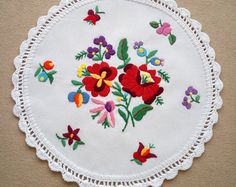 Hand embroidered Kalocsa doily with hand crocheted borders (KALDOI-TR-267a)