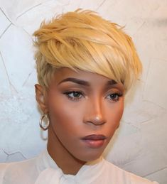 African American hair doesn't seem so hard to handle when you see this perfect haircut. One thing's for sure; this short haircut looks so good Short Black Hairstyles, Pixie Hairstyles, Pixie Haircut, Hairstyles With Bangs, Weave Hairstyles, Short Haircuts, Undercut Pixie, Crop Haircut, Blonde Haircuts