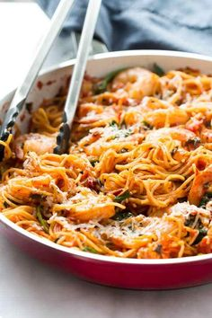 This One-Pan Shrimp Spaghetti is super easy to make and you only needs one pan! Definitely a quick and flavourful weeknight recipe with almost no clean up. Lunch Recipes, Seafood Recipes, Pasta Recipes, Great Recipes, Dinner Recipes, Cooking Recipes, Healthy Recipes, Interesting Recipes, Healthy Foods