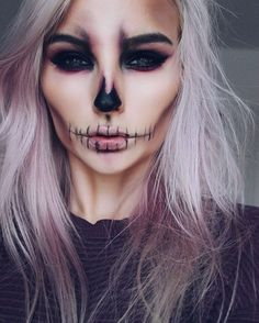 Halloween : 15 idées de maquillages faciles à faire Tuto maquillage Halloween Related posts:Einfache Make-up-Ideen; Festival Make-up; Prom Makeup She . - wedding makeup ideas with bare lips – makeup art –. Halloween Inspo, Halloween Makeup Looks, Halloween 2018, Easy Halloween, Halloween Skeleton Makeup, Halloween Makeup Vampire, Halloween Party, Halloween Stuff, Men Skeleton Makeup