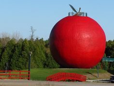 "Well, it does kind of look more like a blood orange than an apple, but I'm willing to cut them some slack. This is my waypoint on the way home. Once I reach the ""Big Apple"", I only have to go. Unusual Buildings, Road Train, Roadside Attractions, The Way Home, World's Biggest, Amazing Ideas, Train Travel, Pavilion, Figurative"