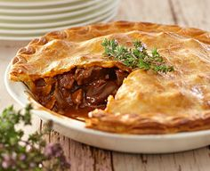 Easy chunky beef pie recipe - perfect for winter weekends and dinner parties. Meat Recipes, Food Processor Recipes, Cooking Recipes, Savoury Recipes, Curry Recipes, Curry Pie Recipe, Recipies, Kitchen Recipes, Recipes Dinner