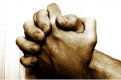 A oração é a porta para a fé. Quem ora deixa de viver de si, para si e a partir da própria força. Essa pessoa sabe que há um Deus com quem pode falar!