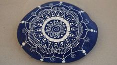 Decorative Plates, Country, Art, Painted Pebbles, Painted Rocks, Painting On Stones, Mandala Rocks, Natural Stones, Painting Art
