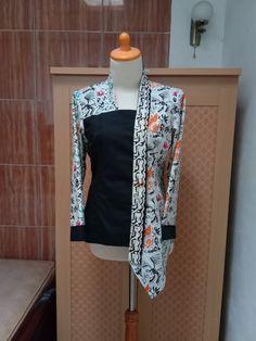 Blouse Batik, Batik Dress, Model Kebaya Muslim, Batik Fashion, Fancy Tops, Designs For Dresses, Designer Wear, Blouse Designs, Casual Wear