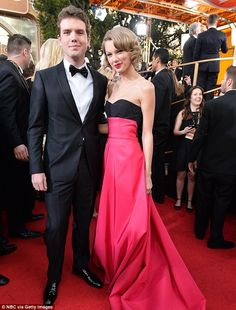 Taylor Swift with her brother Austin Swift red carpet at Golden Globes Awards 2014 Taylor Swift Brother, Taylor Alison Swift, Golden Globe Award, Golden Globes, One & Only, Swift Photo, Swift 3, Taylor Swift Pictures, Kendall And Kylie Jenner
