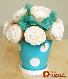 How to Make a Cupcake Bouquet - ♥ this! I think I'd place the cupcakes before icing them. Also, you could probably make a smaller version with mini cupcakes or mix regular and mini together in a bouquet. Diy Cupcake, Cupcake Cakes, Cupcake Cupcake, Custom Cupcakes, Cupcake Display, Flower Cupcakes, Cupcake Recipes, Mini Cupcake Bouquets, Teal Cupcakes